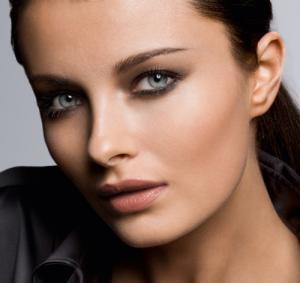 Schöne Augenbrauen und dauerhaft modellierte Lippen in Paderborn mit permanent Make-up