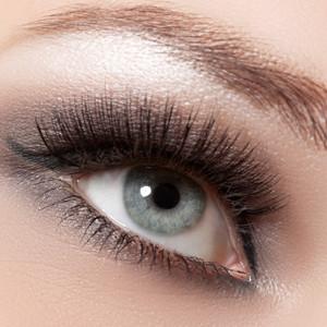 schöne Augen mit Wimpern Extensions